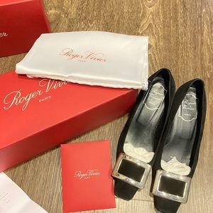 Roger Vivier Shoes - Belle Vivier Pumps in Suede